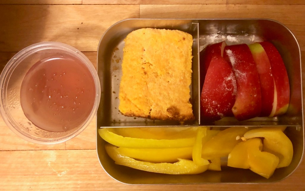 Squash bread with butter / apple slices / yellow bell pepper / homemade jello