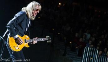 Elton guitarist 1 (1 of 1)