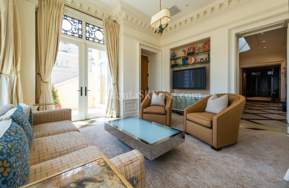 2500 Peachtree Penthouse 902N Family Room 3