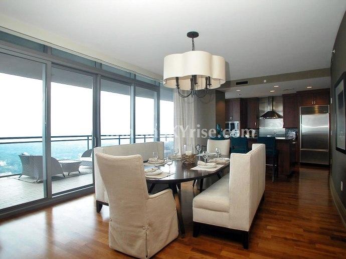 Sovereign 4004 Dining Room
