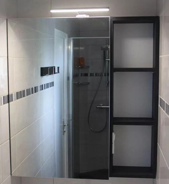 Petite Salle Deau En Couloir Quipe Dun Meuble Entre