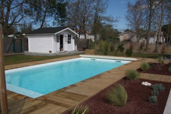 piscine coque avec terrasse