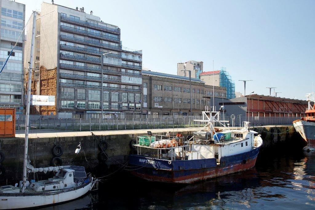 """El """"Riptide"""" continúa atracado en el muelle de A Laxe tras ser interceptado hace dos años en alta mar, con más de tres toneladas de cocaína."""
