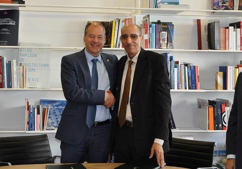 El rector de la Universidad de Vigo, Salustiano Mato, y su homólogo de la Universidad de Tifariti de Sahara Occidental, Jatari Hamudi