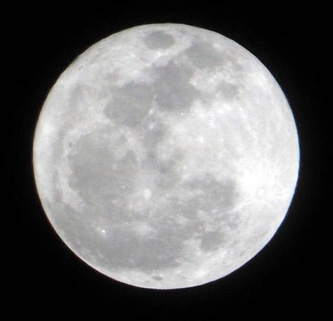 Bulan ciptaan manusia?