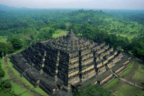 Terungkap, Ternyata Candi Borobudur Berada di …