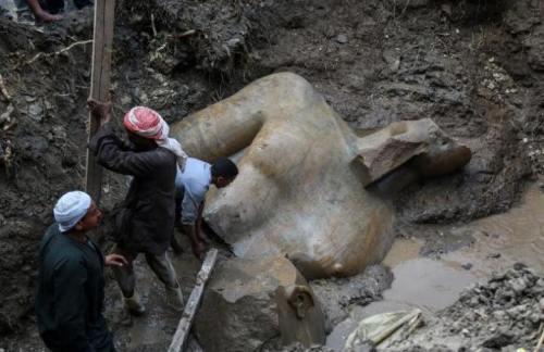 Patung Besar Firaun Mesir Kuno  Ditemukan di …