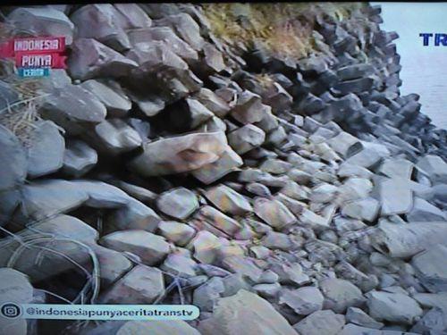 Situs Gunung Padang di Tanjung Meriam Bima NTB …