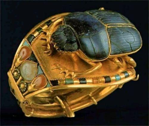 Cincin emas Firaun Tutankhamun…