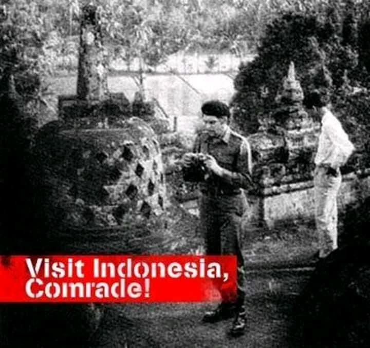 Che Guevara berkunjung ke Candi Borobudur 1959