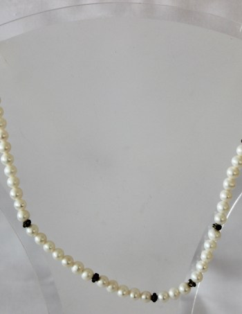White Small Round Pearl Beads