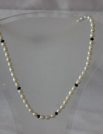 White Pearl/Oblong
