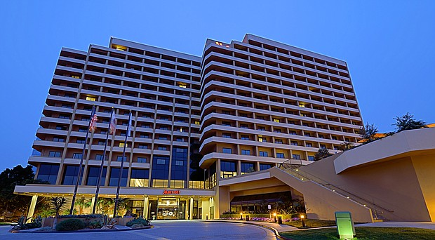 Carey_SD_Marriott_La_Jolla_Front_Exterior_1_t620
