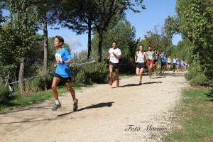 Arturo corriendo de blanco, cortesia de Foto Macuin