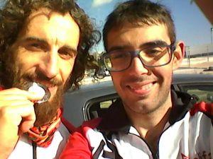 Juan con su medalla y Antonio