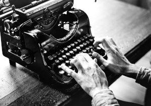 el escritor solo escribe