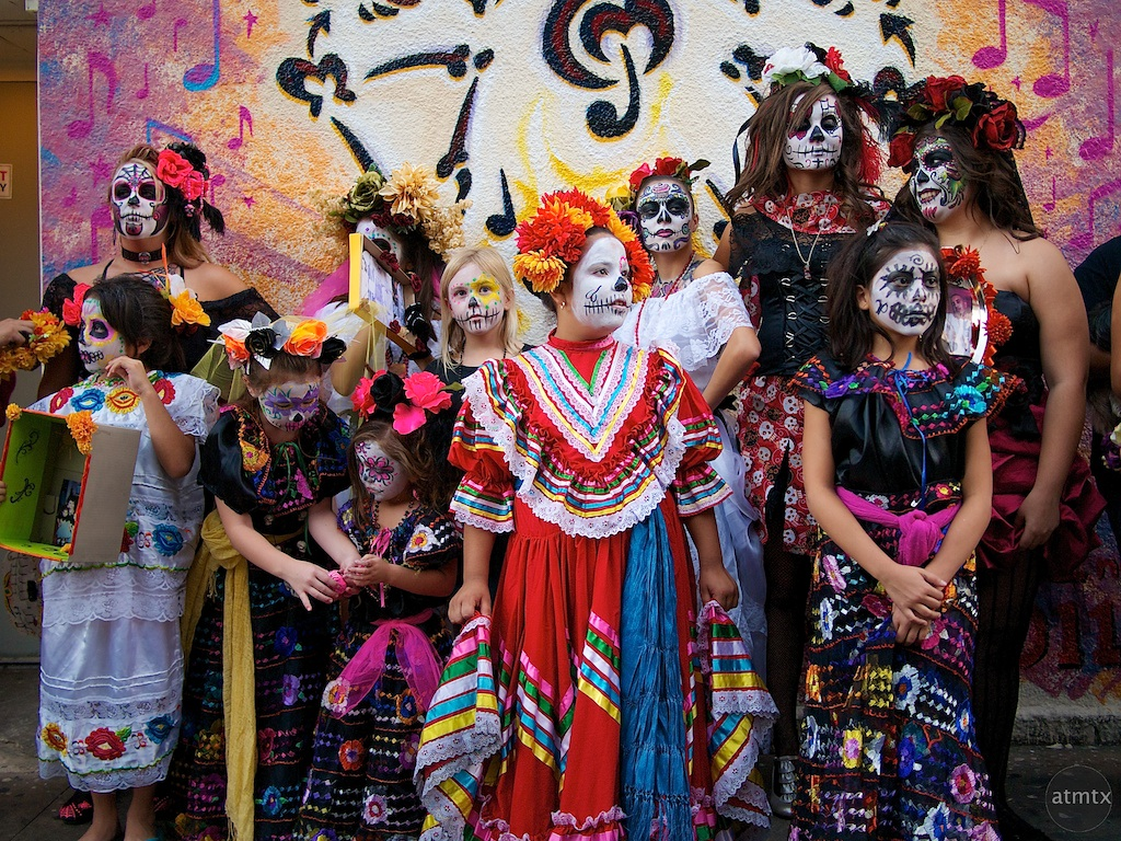 an essay on the celebration of los dias de los muertos in mexico A look at the day of the dead or día de muertos in mexico in mexico, and celebrations are becoming more with the day of the dead: los.