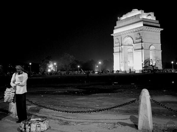 India Gate and Street Vendor - Delhi, India
