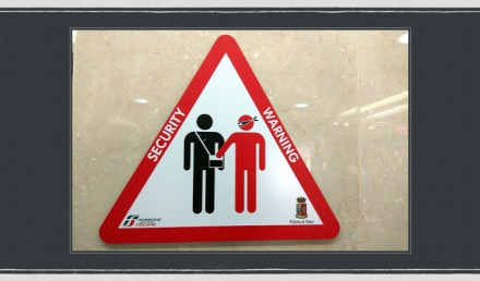 Pickpocket Warning Sign