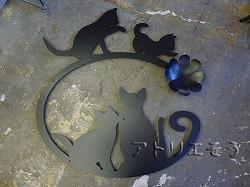 155:猫4匹+クローバー妻飾り