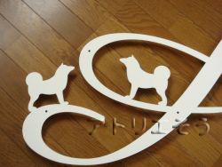秋田犬とイニシャルAをモチーフにデザインしたおしゃれで人気のロートアイアン風ステンレス製オーダー妻飾りの写真