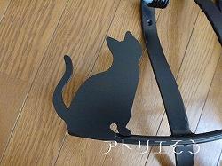 19-猫妻飾り 。おしゃれで人気のロートアイアン風アルミ製オリジナル妻飾りCタイプにかわいい猫のモチーフを加えた素敵なデザインです