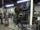 オーダーメイドのアルミ製妻飾り製作している工場の風景の写真