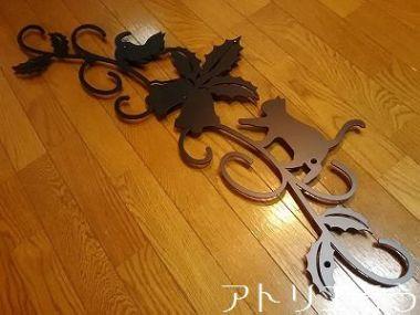柊+鐘+猫2匹妻飾り 。アルミ製妻飾り。