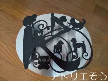 K+プードル+猫+熊表札 。ステンレス製飾り。