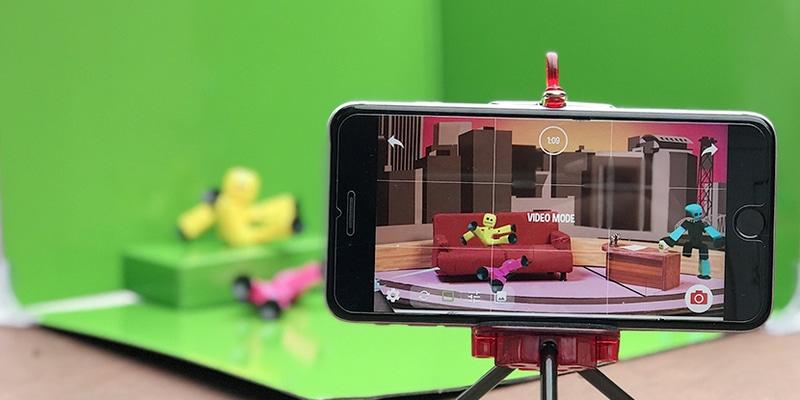 ART Cinéma et vidéo Manipulation d'une caméra, principe du stop motion, montage vidéo, insertion d'effets spéciaux en tout genre, diffusion au public.