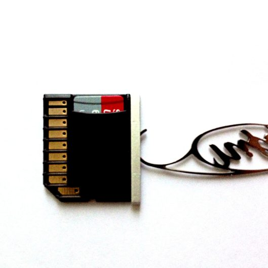 Inserting a MicroSD card into the MiniDrive
