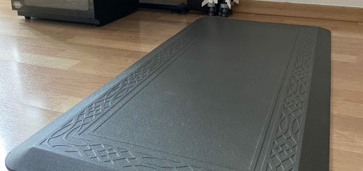 Side view of an anti-fatigue mat