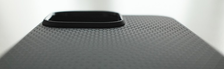 Spigen Liquid Air iPhone 13 Pro - raised camera border