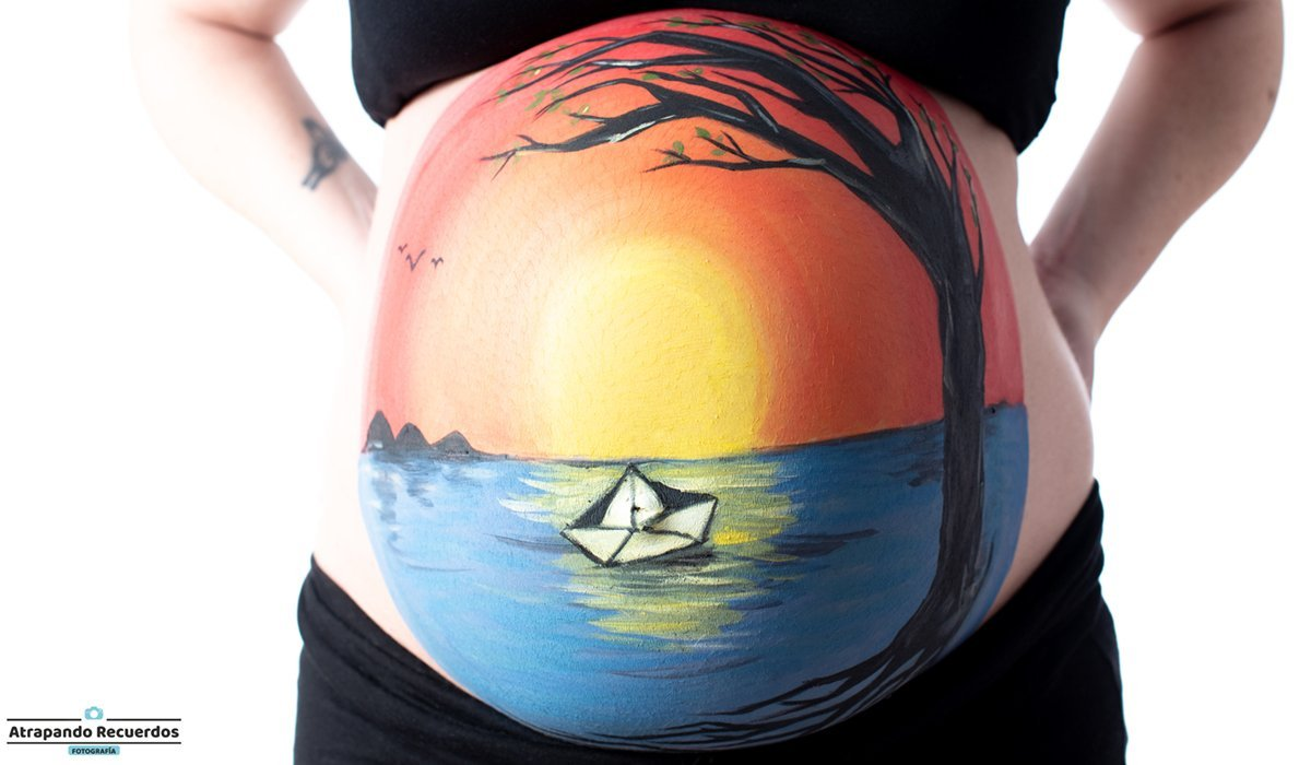 Belly painting primer plano paisaje