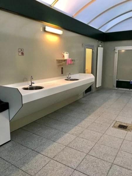 banheiro de camping na Europa