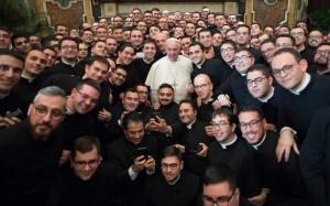 El papa con los seminaristas de Puglia  hace pocos días