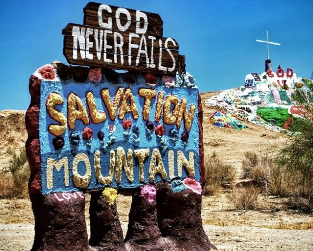 Salvation-mountain-and-sign-1024x682-1-2