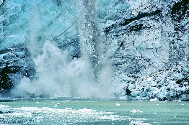 Calving-glacier-_Fotor tran