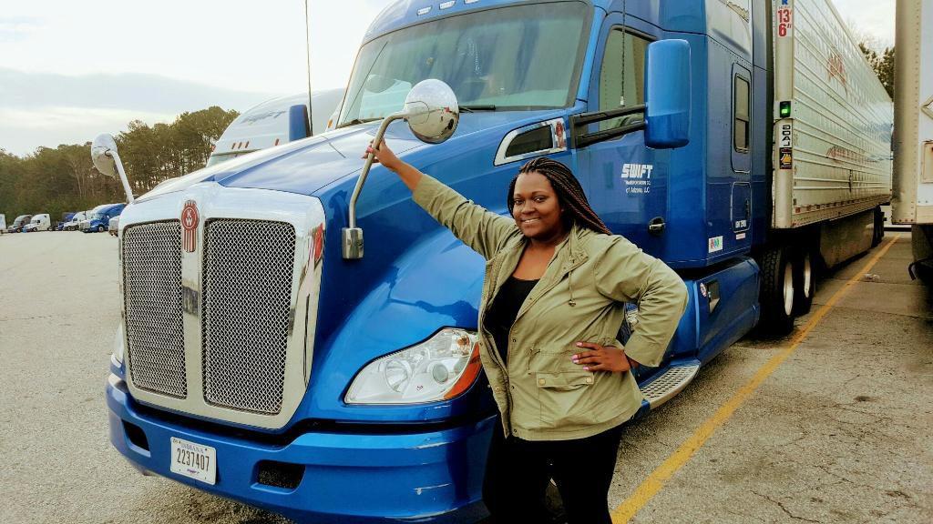 Trucking Firms Seek to Recruit Women Drivers