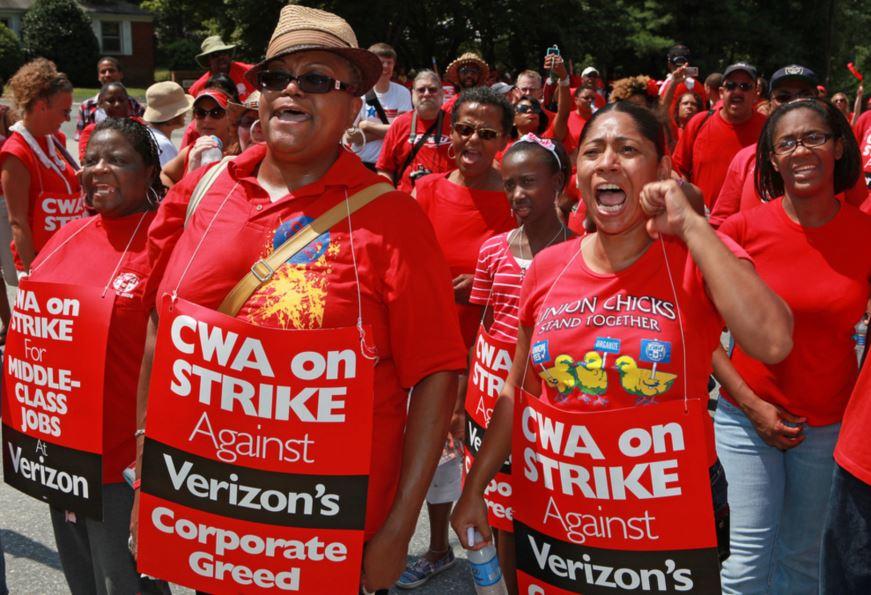 Απεργοί του CWA ενάντια στον κολοσσό των τηλεπικοινωνιών Verizon.