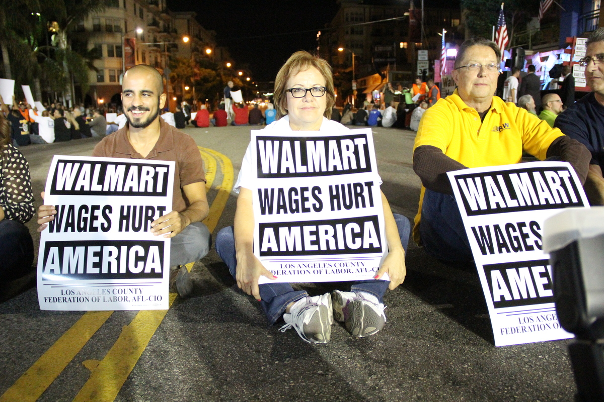 walmart-workers-la-resistance-sit-down