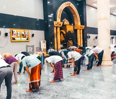 Shalat di Masjid Renggang Shaf atau di Rumah