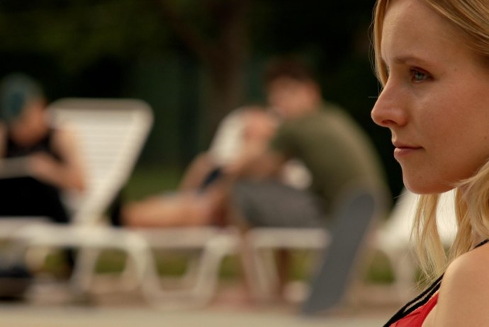 still-of-kristen-bell-in-the-lifeguard-(2013)-large-picture