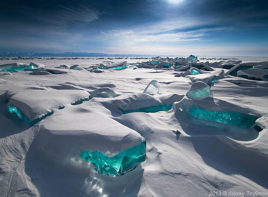 Lago Baikal con ghiaccio smeraldo, Russia
