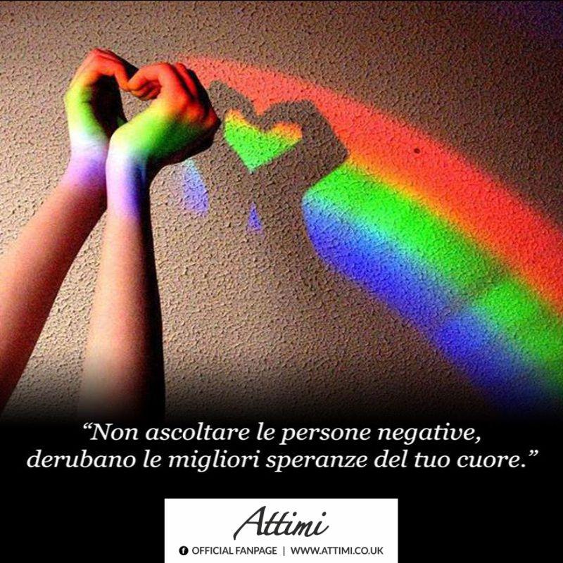 Non ascoltare le persone negative, derubano le migliori speranze dal tuo cuore.