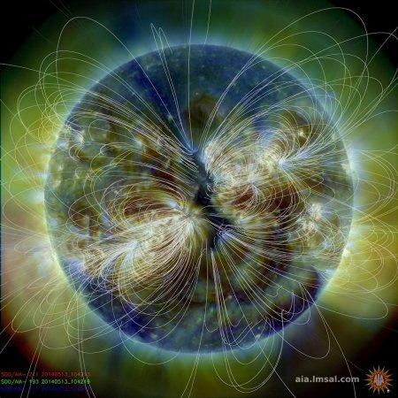 may 13 2014 - sdo - coronal hole facing earth bg