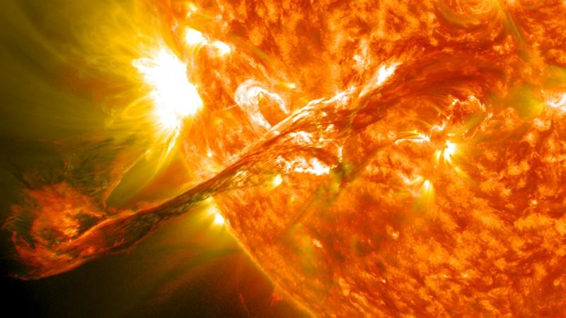 Em 31 de agosto de 2012, em longo filamento de material solar que tinha sido pairando na atmosfera do Sol, a corona, entrou em erupção no espaço em 4:36 EDT. A ejeção de massa coronal, ou CME, viajou a mais de 900 milhas por segundo. O CME não viajar diretamente para a Terra, mas conseguiu se conectar com o ambiente magnético da Terra, ou magnetosfera, provocando aurora a aparecer na noite desta segunda-feira, 3 de setembro Picuted aqui é para clarear versão combinada dos 304 e 171 comprimentos de onda angstrom. Crédito colhida: NASA / GSFC / NASA SDO política de uso de imagem. NASA Goddard Space Flight Center da NASA Permite missão através de quatro iniciativas científicas: ciências da terra, Heliofísica, exploração do sistema solar, e Astrofísica. Goddard desempenha um papel de liderança em realizações da NASA, contribuindo conhecimento científico indispensável para avançar a missão da Agência. Siga-nos no Twitter Curta-nos no Facebook Encontre-nos no Instagram