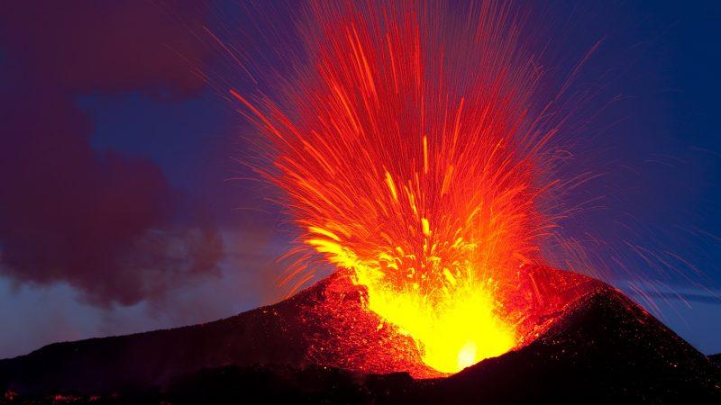 vulcano_eruzione_camera_magmatica_lava_magma