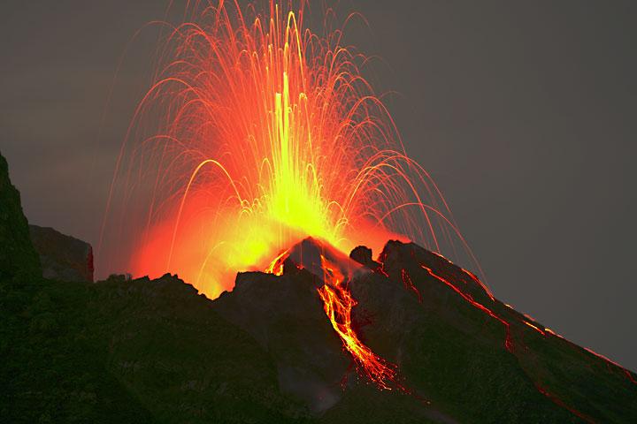 stromboli-isola-vulcano-foto-eruzione