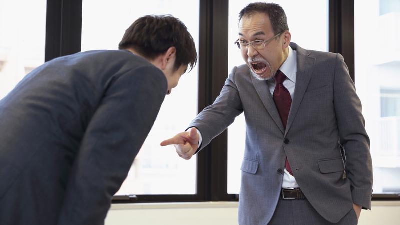 被害妄想が強く何でも決めつけるクソ上司の元は去るべき理由を語る!